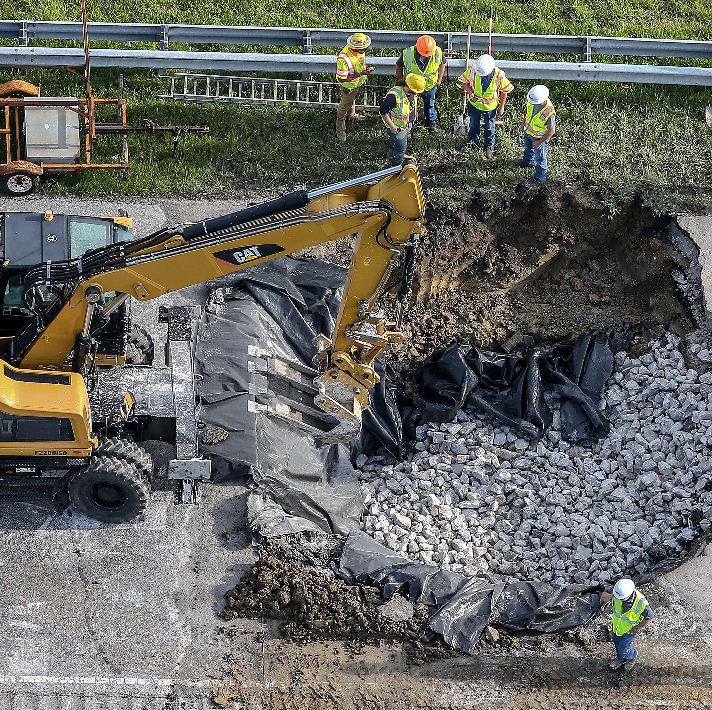 Sinkhole shuts down interstate, precedes fatal 5-vehicle pileup in Southern Indiana