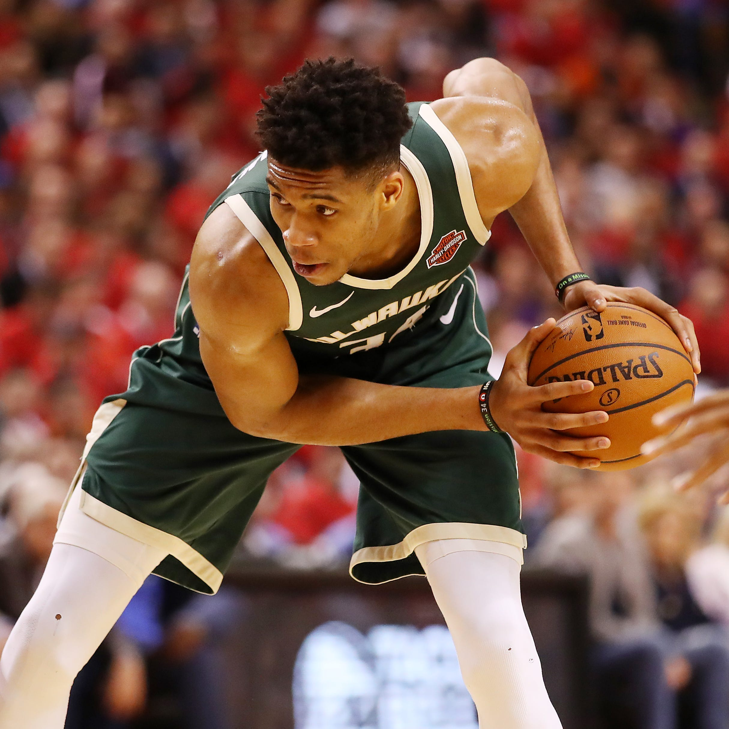 No overreaction. No pressure. Antetokounmpo remains confident in Bucks after two straight losses.