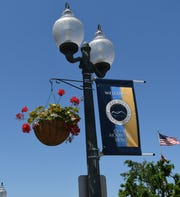 Recent projects by two groups have given the Baxter County Courthouse square a slash of color with Mountain Home-branded banners and hanging baskets of flowers.