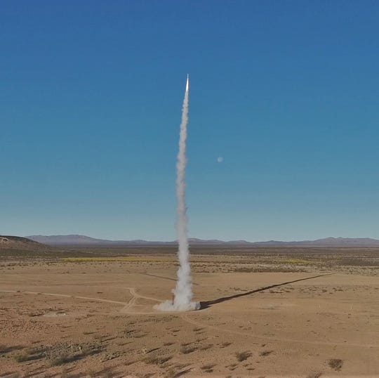 A team from the University of Southern California Viterbi School of Engineering Rocket Propulsion Laboratory launches its Traveler IV rocket from Spaceport America on April 21, 2019.