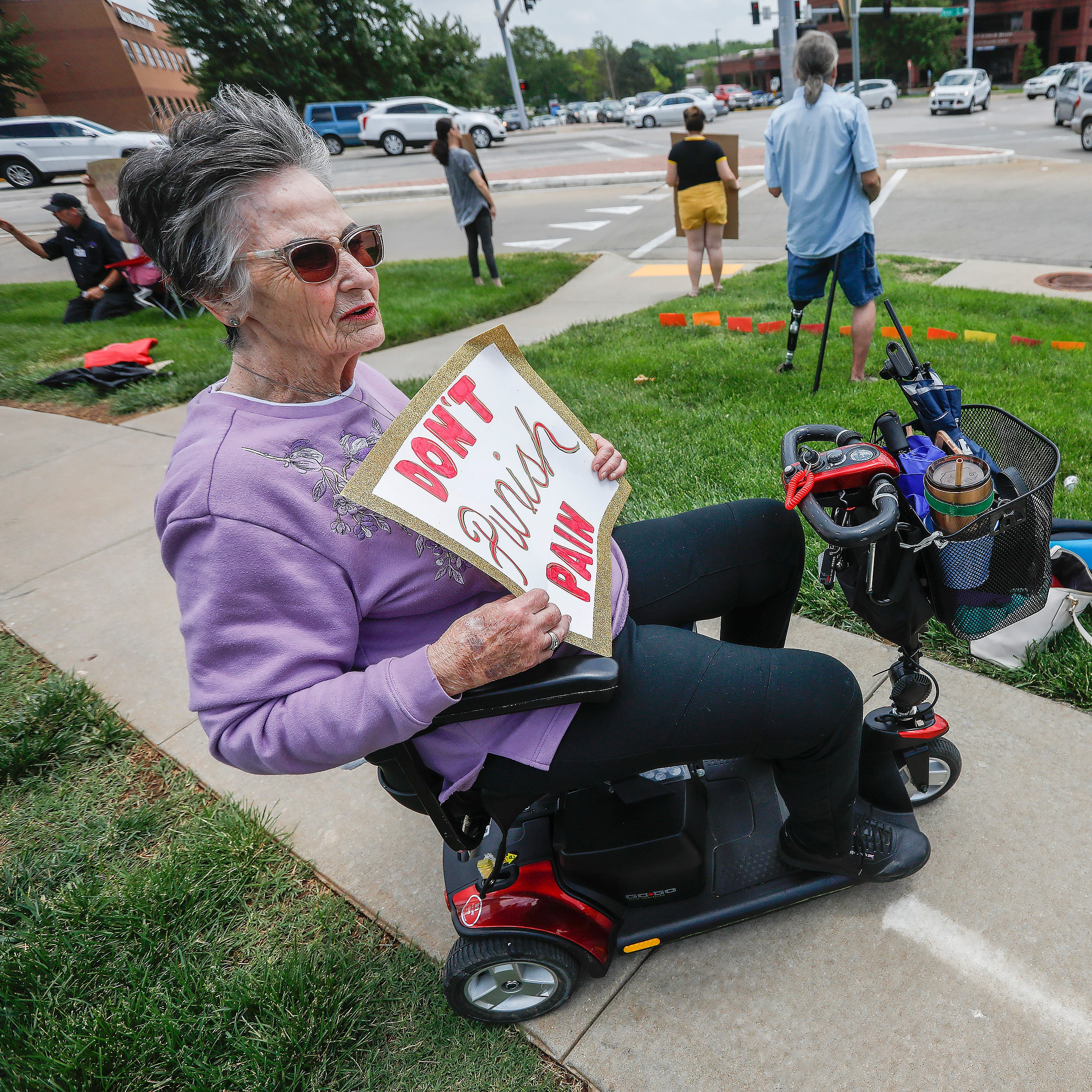 Tired of being treated 'like criminals,' chronic pain patients rally in Springfield