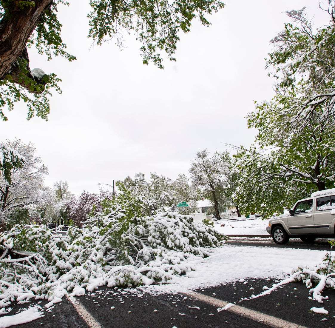 Surprisingly strong, late-spring winter storm dumps record snow in Colorado