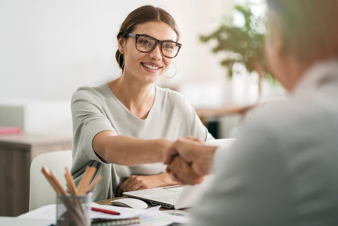 If you're looking for a new work challenge, here are a few of the personal and professional benefits that a commission-based sales job can provide.