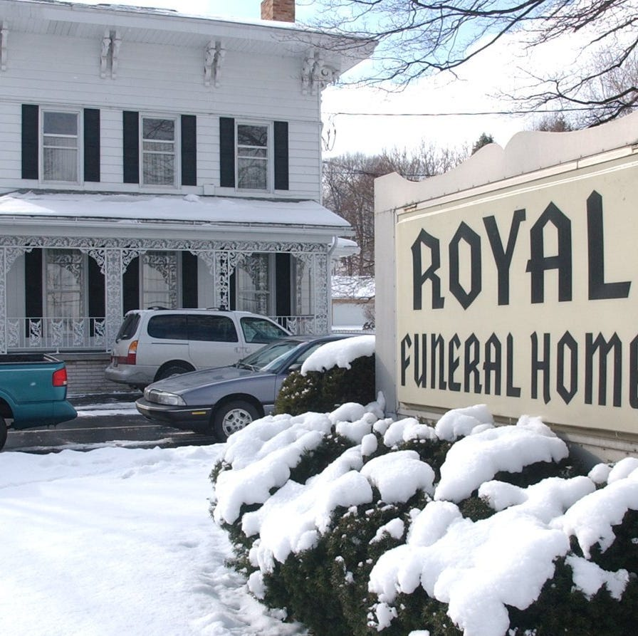 State closes Royal Funeral Home in Battle Creek, alleging irregularities in prepaid contracts