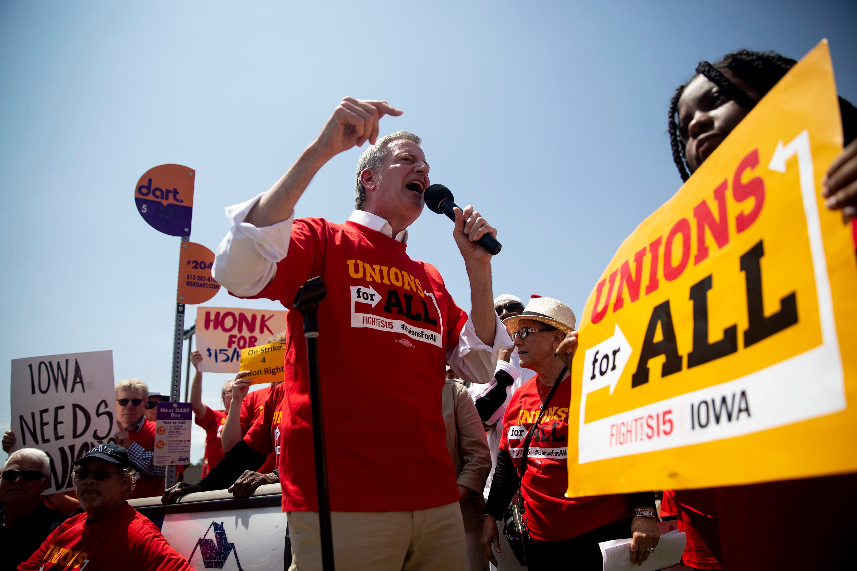 In Iowa, Bill de Blasio pledges not to eat at McDonald's until employees are paid $15/hr