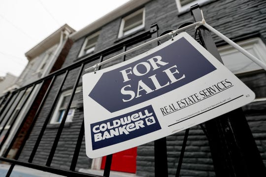 Sales of new U.S. homes sank 6.9% in April, driven by a decline in the sale of homes worth less than $300,000 that are generally bought by middle class and first-time buyers.