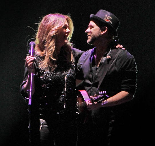 Kristian Bush and Rita Wilson perform at Pappy & Harriet's on Nov. 7, 2019.
