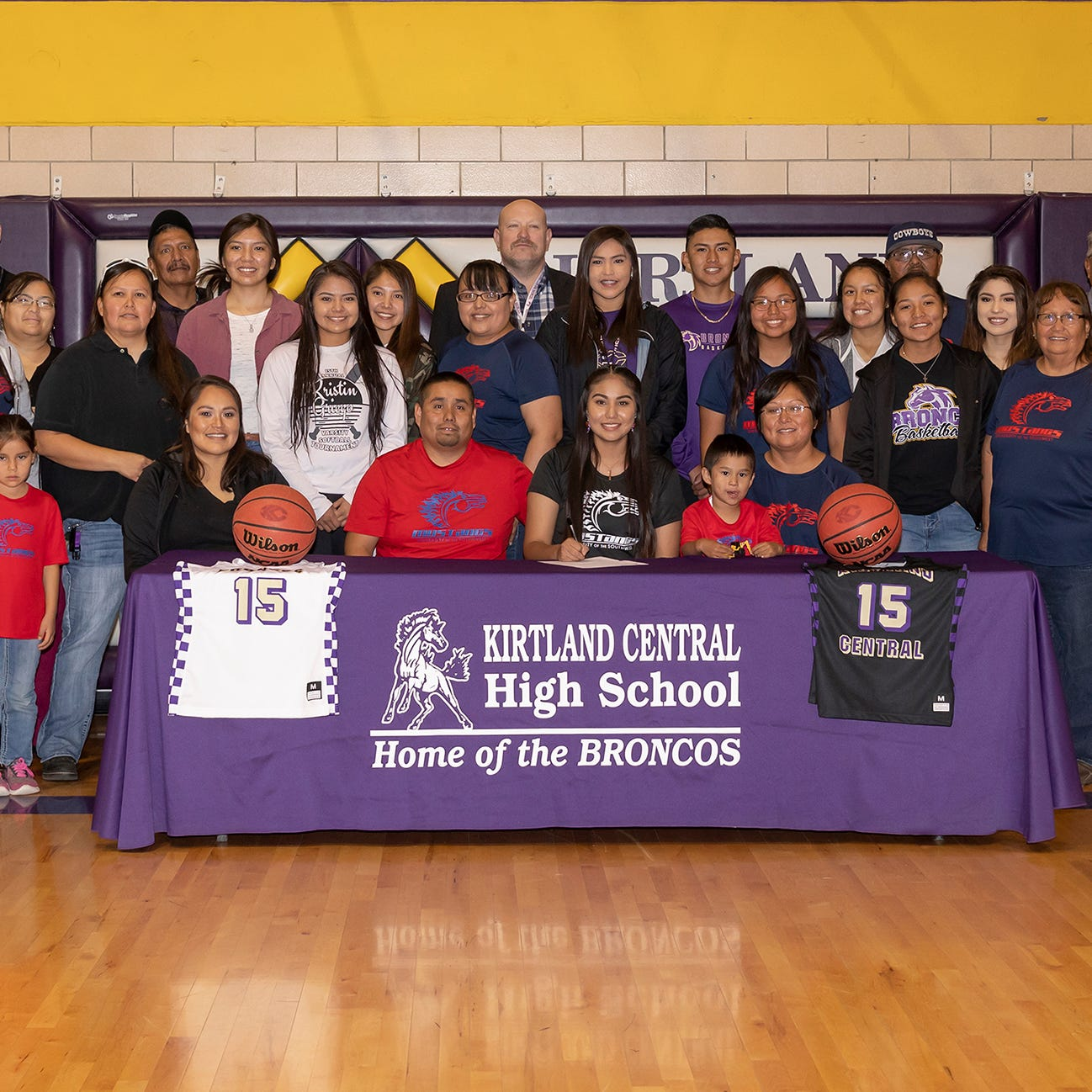 Aubrey Thomas inks with USW women's basketball