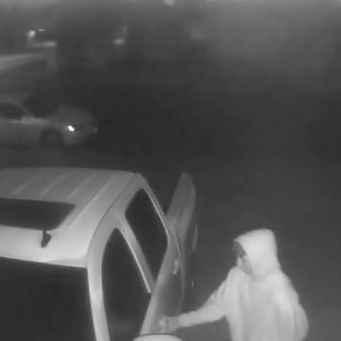 Car owner catches attempted burglary on camera
