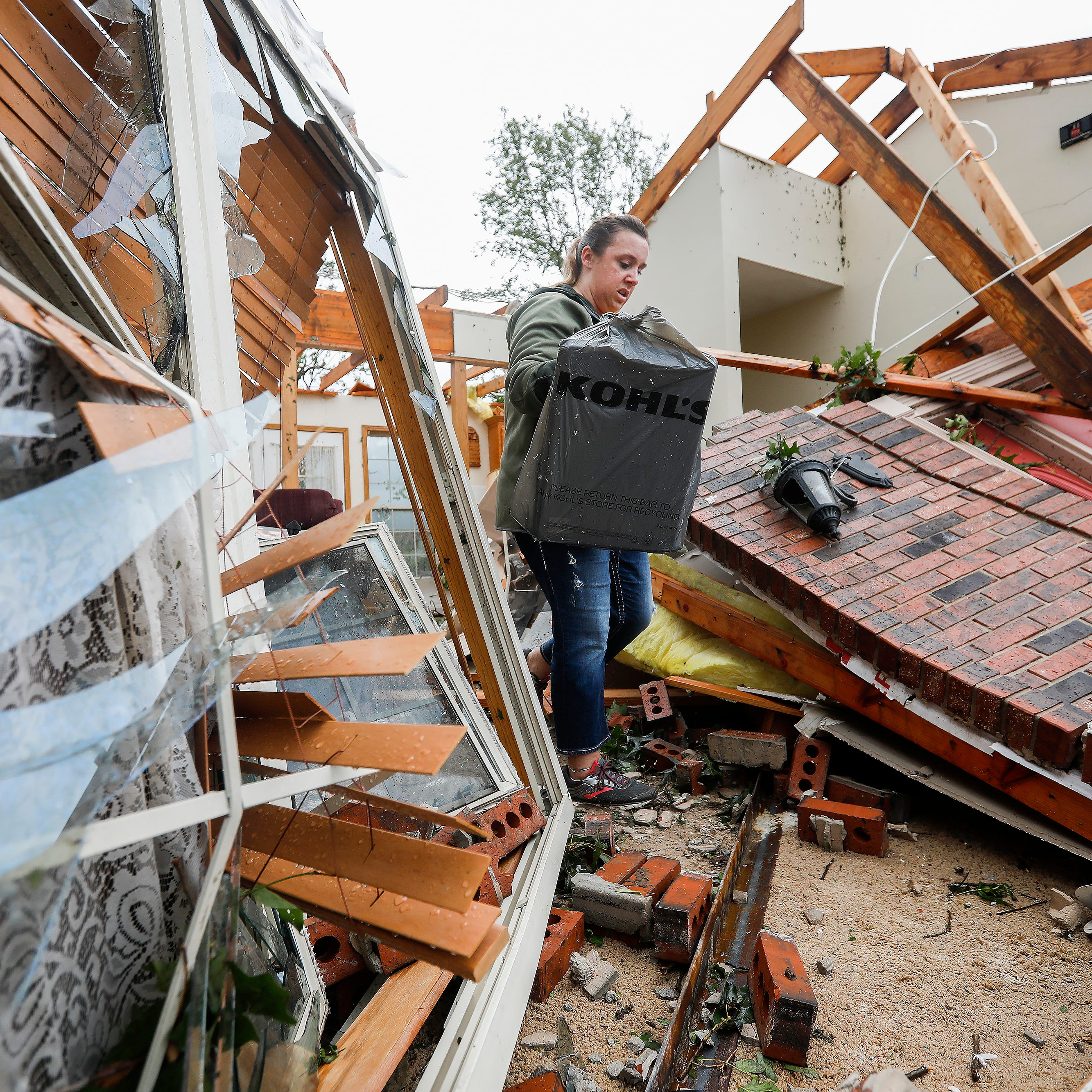 Overnight tornado leaves 3 dead, others homeless in areas north of Joplin