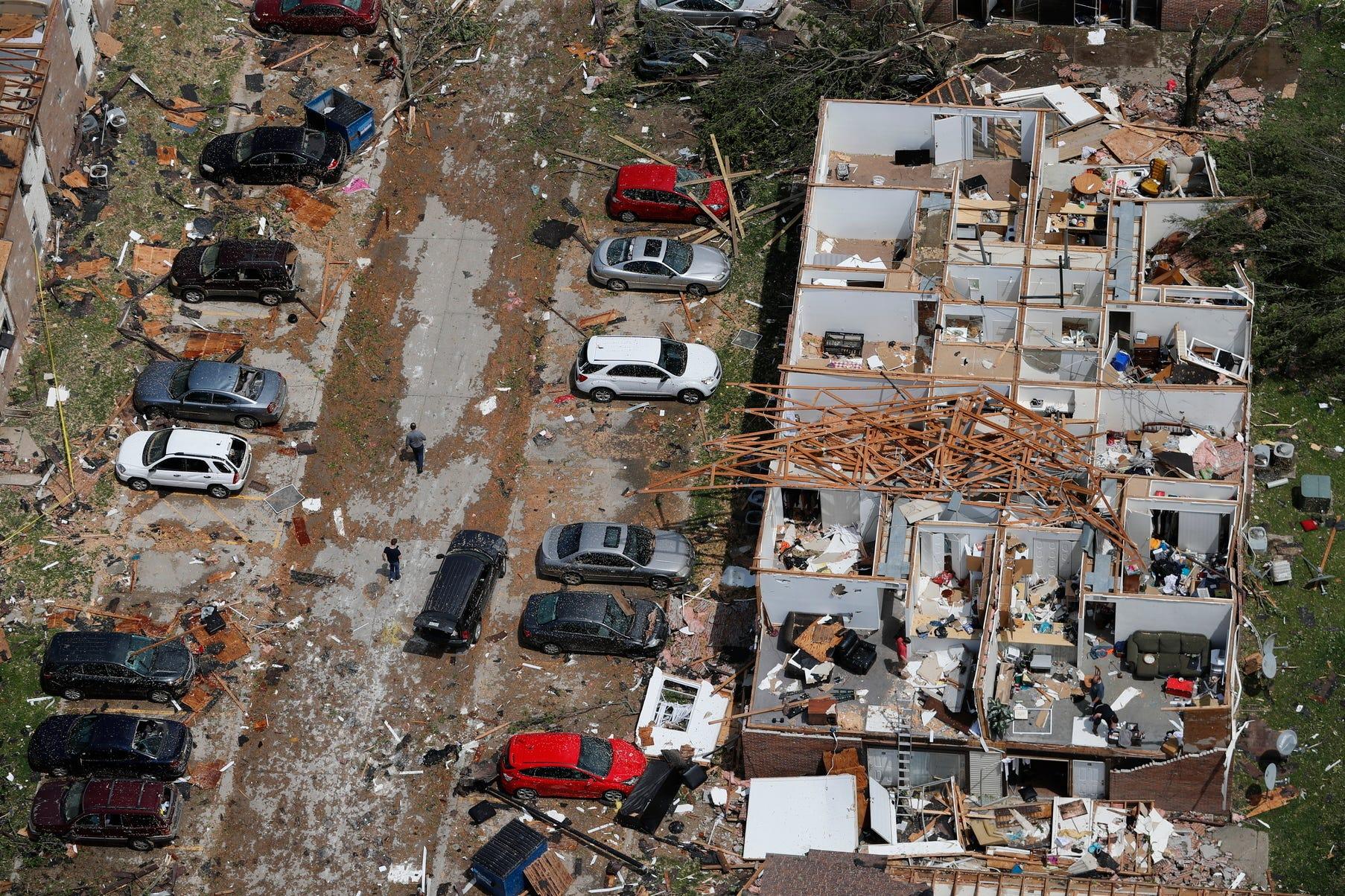Tornado tears through Jefferson City, Mo.