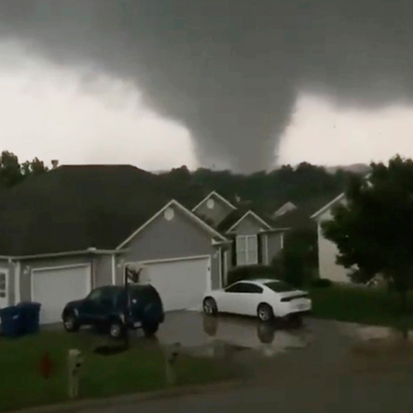 'Chaotic situation' as tornado tears through Missouri's capital of Jefferson City