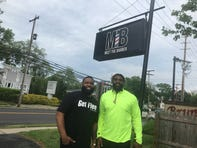 Philadelphia Eagles DE Vinny Curry gifts Neptune kids with haircuts ahead of prom