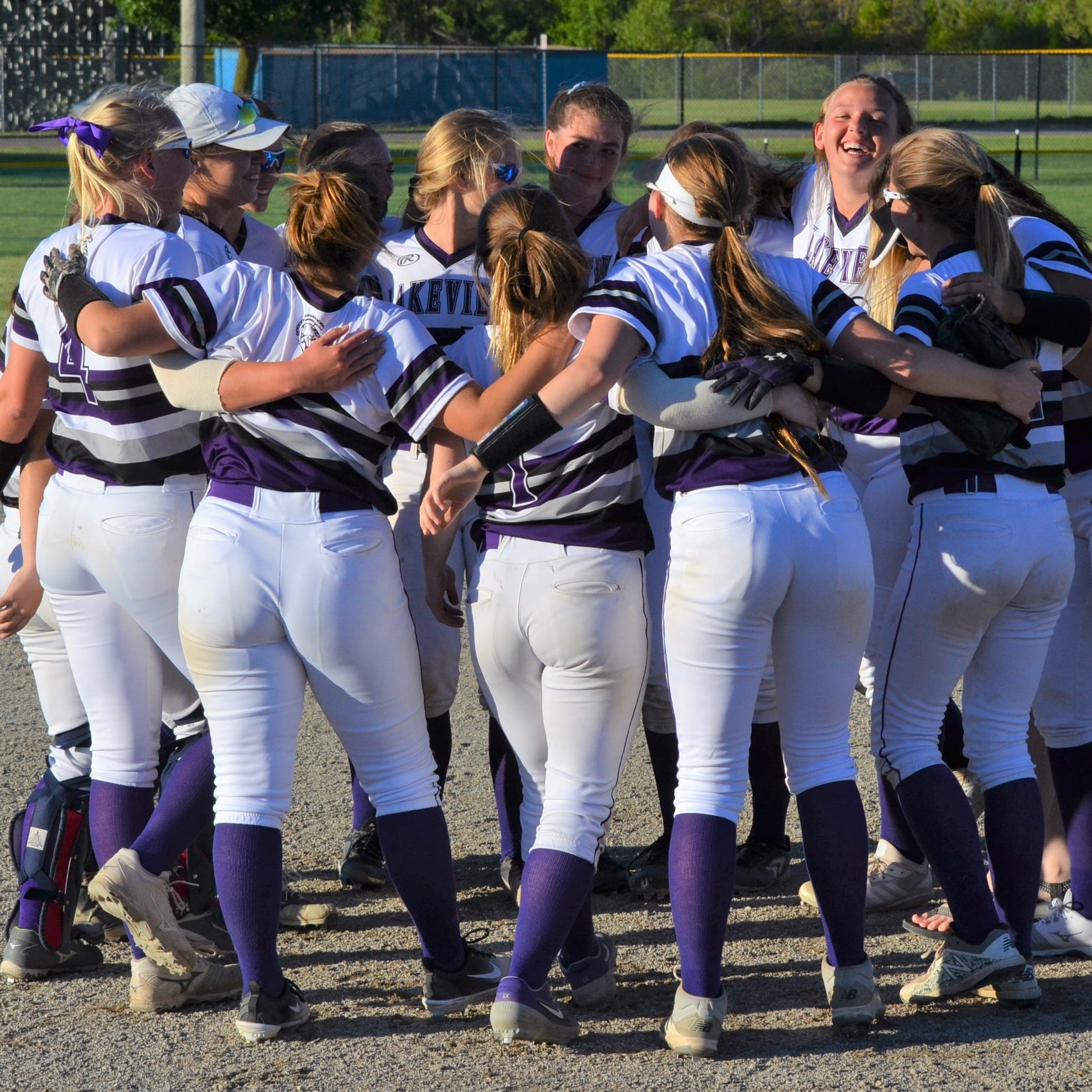 Lakeview softball gets to party like it's 1999 - wins first All-City crown in 20 years