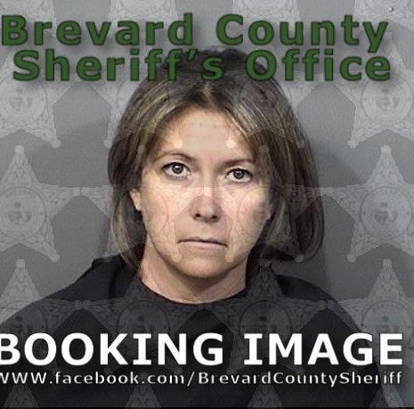 41-year-old woman charged with sexual battery on teen, exchanging graphic text messages