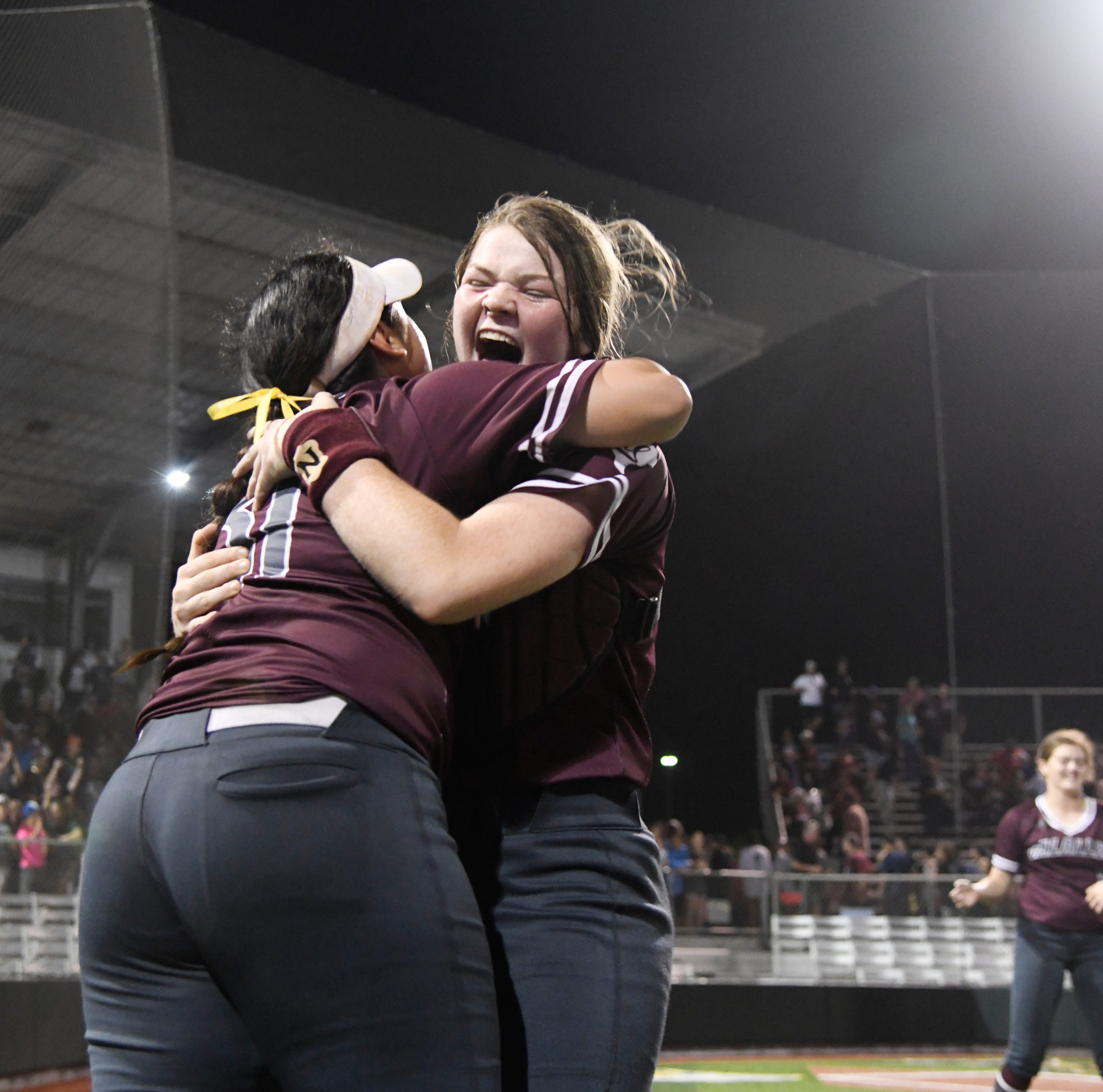 High School softball: Calallen beats rival Flour Bluff for first state tournament berth