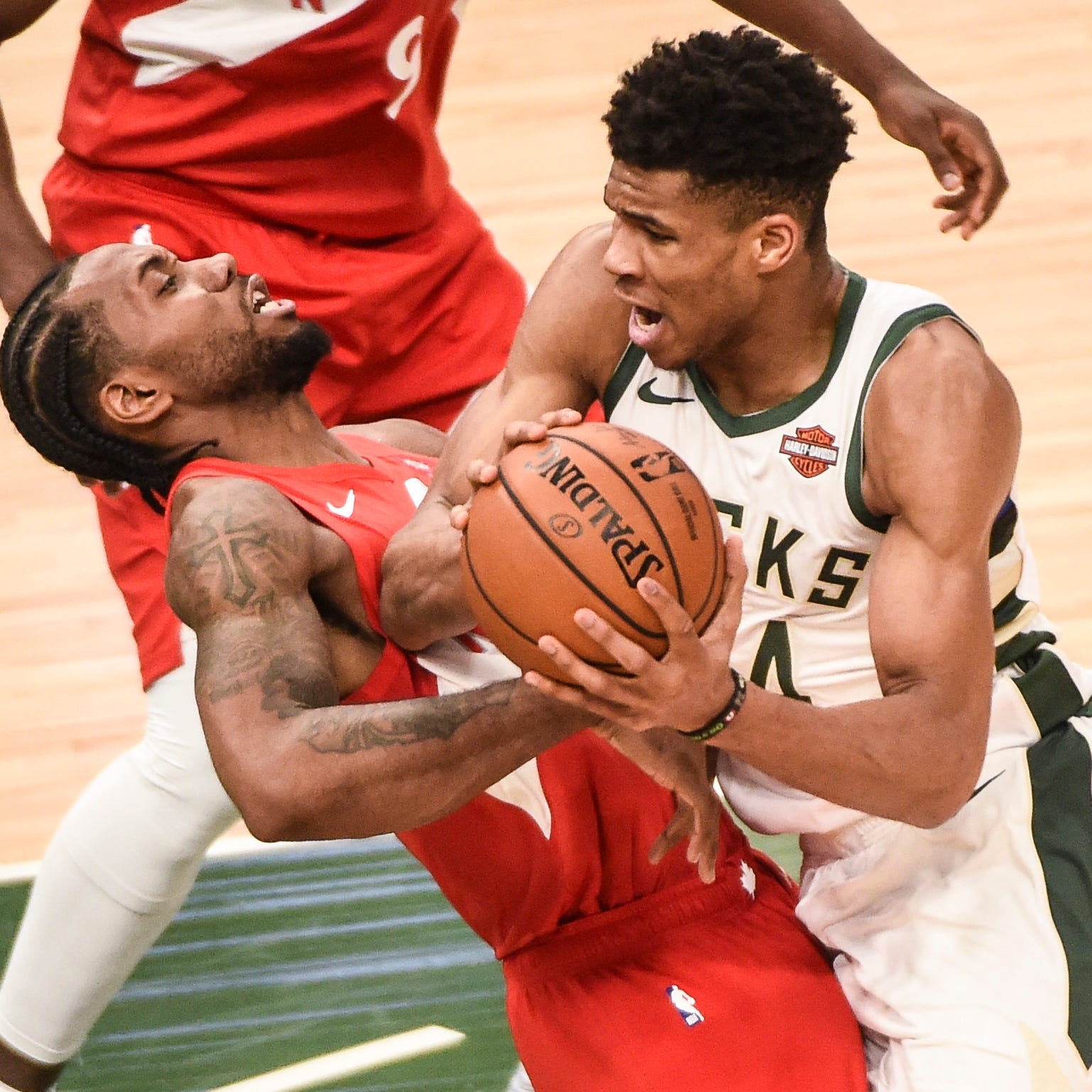 Kawhi Leonard's dominating play in Eastern Conference finals outshines Giannis' stardom