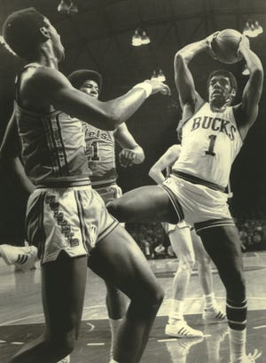Oscar Robertson (right) pulls down a rebound for the Milwaukee Bucks during the NBA finals against Baltimore in 1971. Looking on are the Bullets' Fred Carter (left) and Wes Unseld.