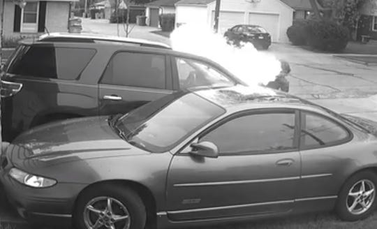 Suspects set fire to car, police seek leads