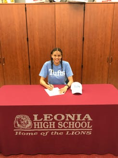 Leonia swimmer Elle Morse, the 2018 North Jersey Swimmer of the Year, signed with Tufts.