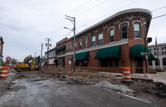 Construction on Quay Street is advancing ahead of schedule, and crews have begun working on the section of Quay Street between Huron Avenue and Michigan Street.