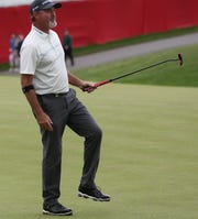 Jerry Kelly reacts to this missed birdie putt on 18 at the Senior PGA at Oak Hill.