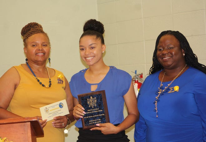 The Mu Mu Sigma Alumnae Chapter of Sigma Gamma Rho Sorority honored three graduating seniors from Gadsden and Leon county public high schools with scholarships for their winning essays.