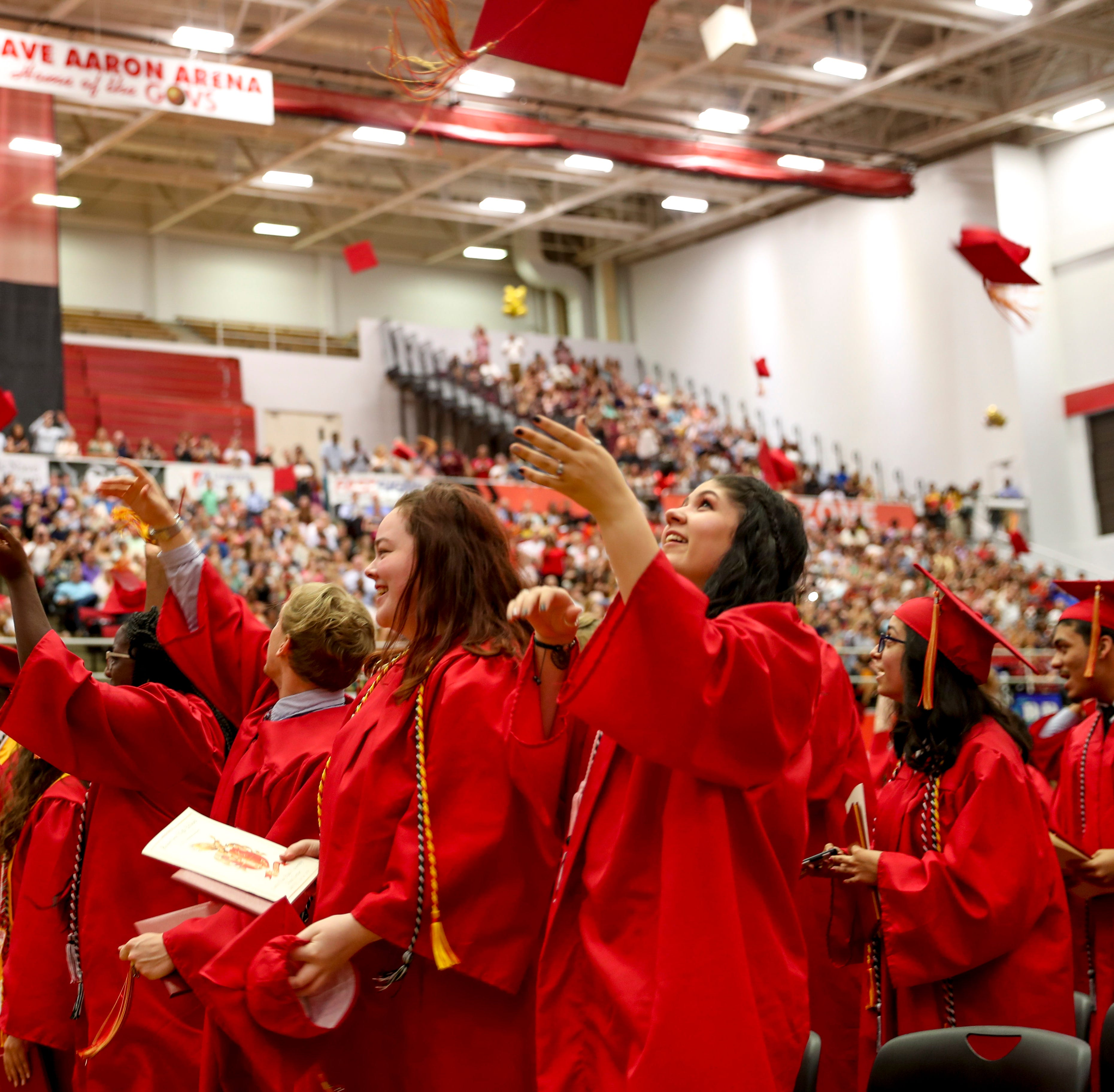 Rossview High School sends off 410 students in Class of 2019