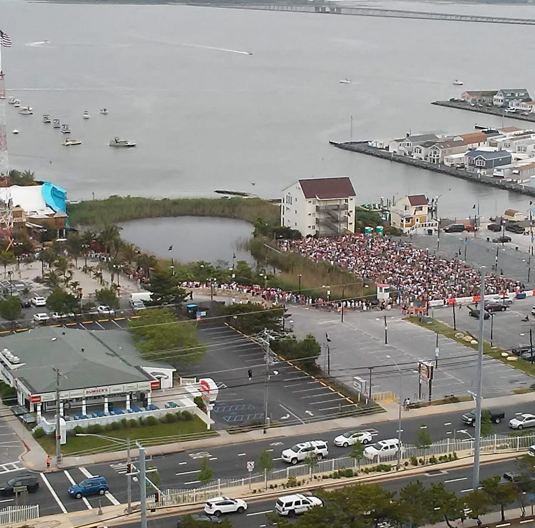 It's Memorial Day weekend and yes, the Seacrets line is long