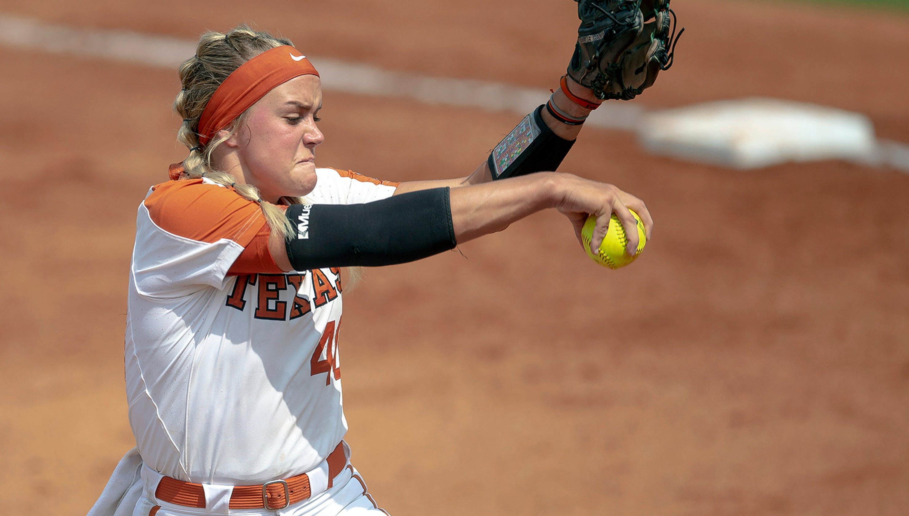 Pitcher Miranda Elish taken to hospital after throw hits her in face in Texas-Alabama game