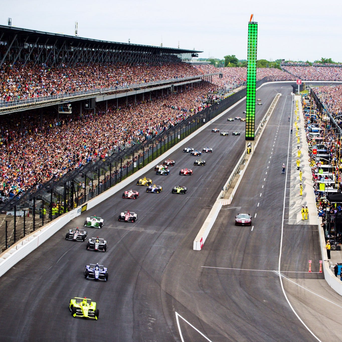 Indy 500 live blog updates: Lead changes with pit stops