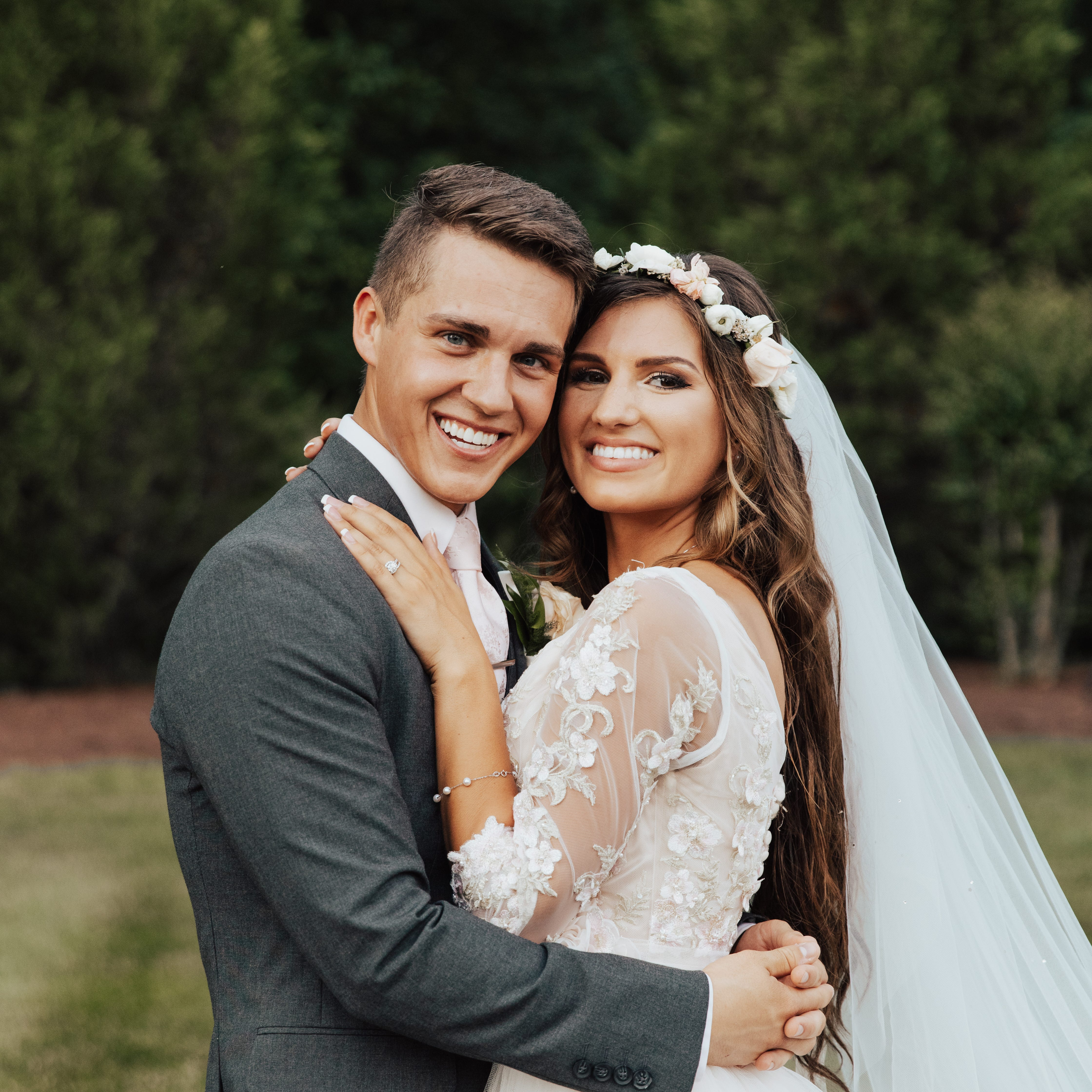 'Bringing Up Bates' stars Carlin Bates, Evan Stewart marry in emotion-filled ceremony