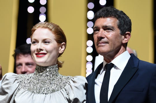 "CANNES, FRANCE - MAY 25: (L-R) Emily Beecham, winner of the Best Actress award for her role in ""Little Joe"" and Antonio Banderas, winner of the Best Actor award for his role in ""Dolor y Gloria"",  pose on stage at the Closing Ceremony during the 72nd annual Cannes Film Festival on May 25, 2019 in Cannes, France."
