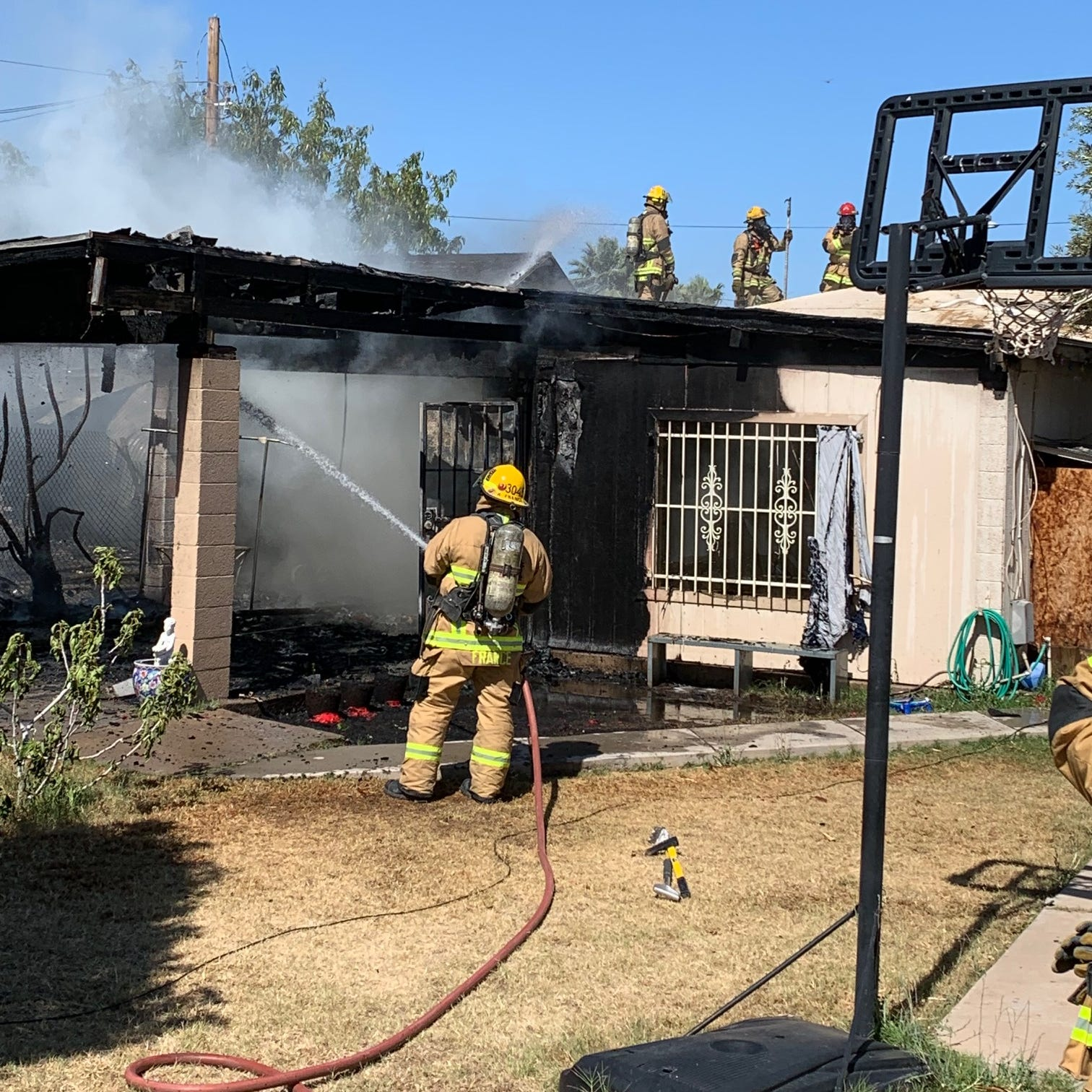 1 dead, 6 displaced in Phoenix house fire, officials say