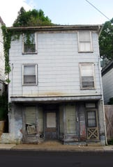 The building that housed the West Beverley Street Grocery, 917 W. Beverley, St., as it appears today.