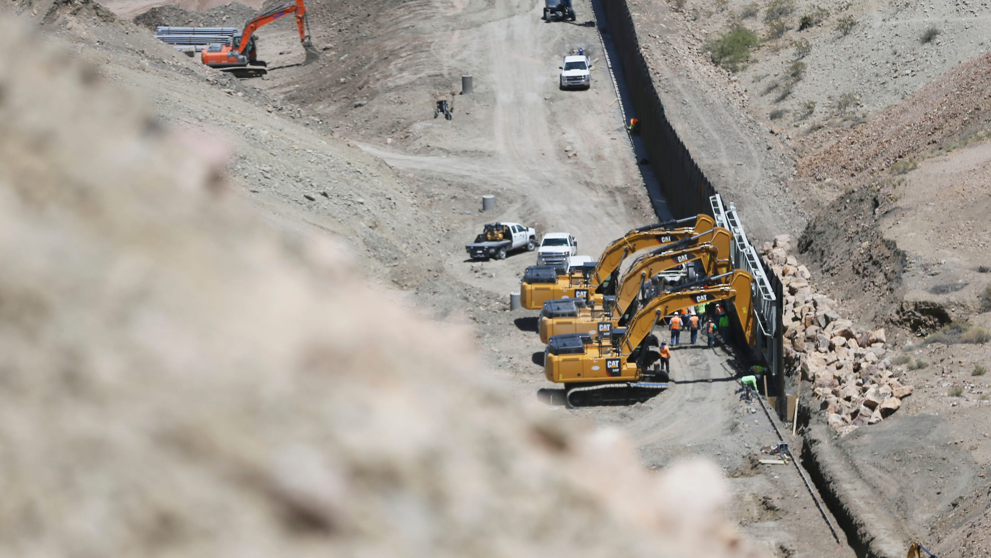 Privately funded border wall built at El Paso: 'Why wouldn't we allow it?' land owner asks
