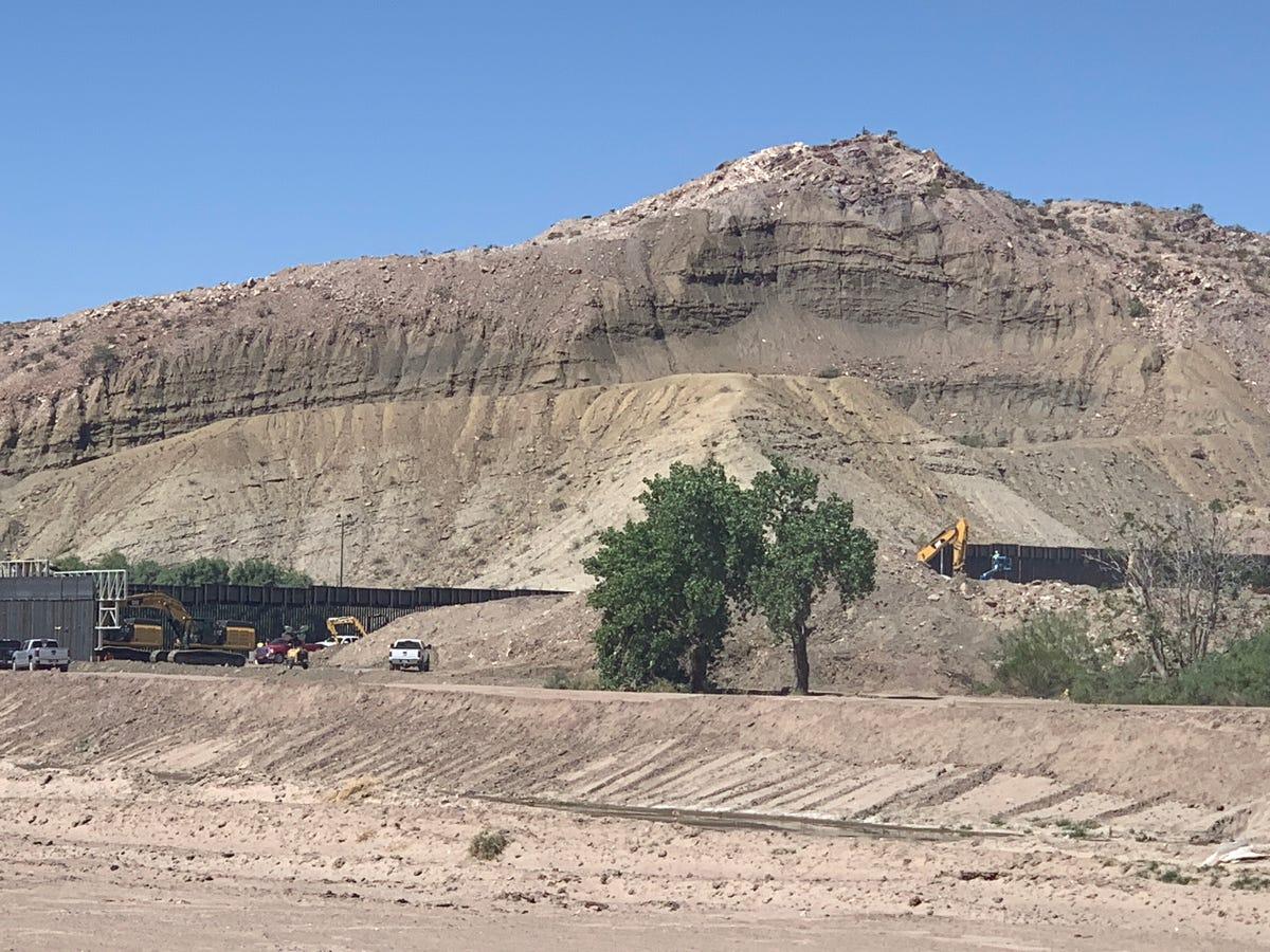 Privately funded border wall goes up near El Paso with GoFundMe money