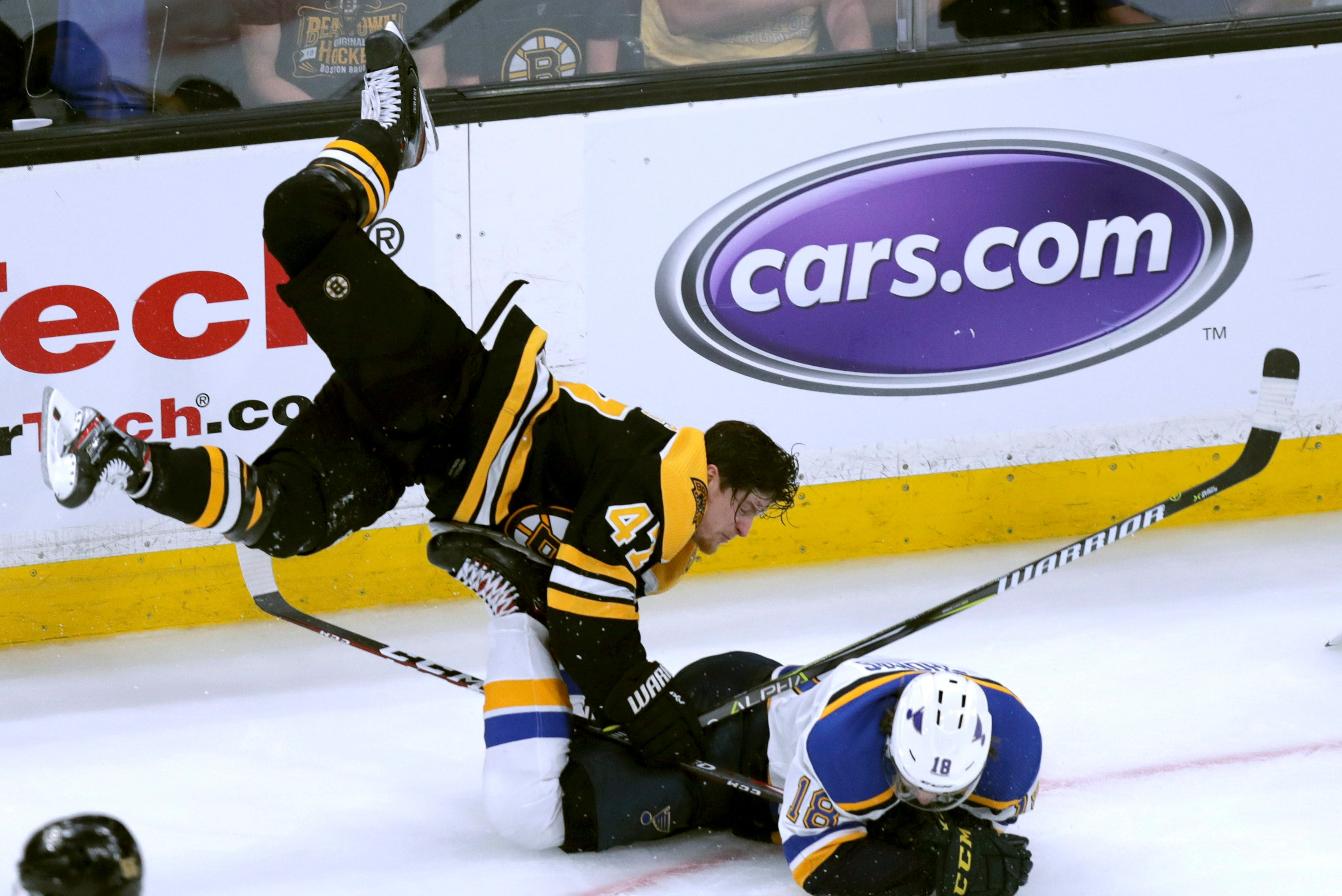 Helmetless Ex Michigan State Star Torey Krug Delivers Big Hit