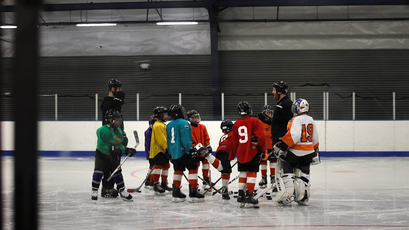 Girls hockey in Philadelphia may get boost from Howe Foundation
