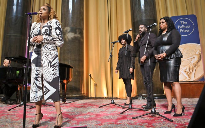 """Singer Jennifer Hudson, left, sings """"Amazing Grace"""" in tribute to Aretha Franklin, who received a special citation during the 2019 Pulitzer Prize winners awards luncheon at Columbia University, Tuesday May 28, 2019, in New York."""