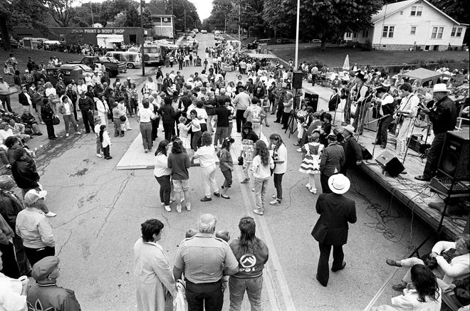 Folks are enjoying the music as others dance during the 30th annual Old Timer's Day in Dickson, Tenn. May 6, 1989.