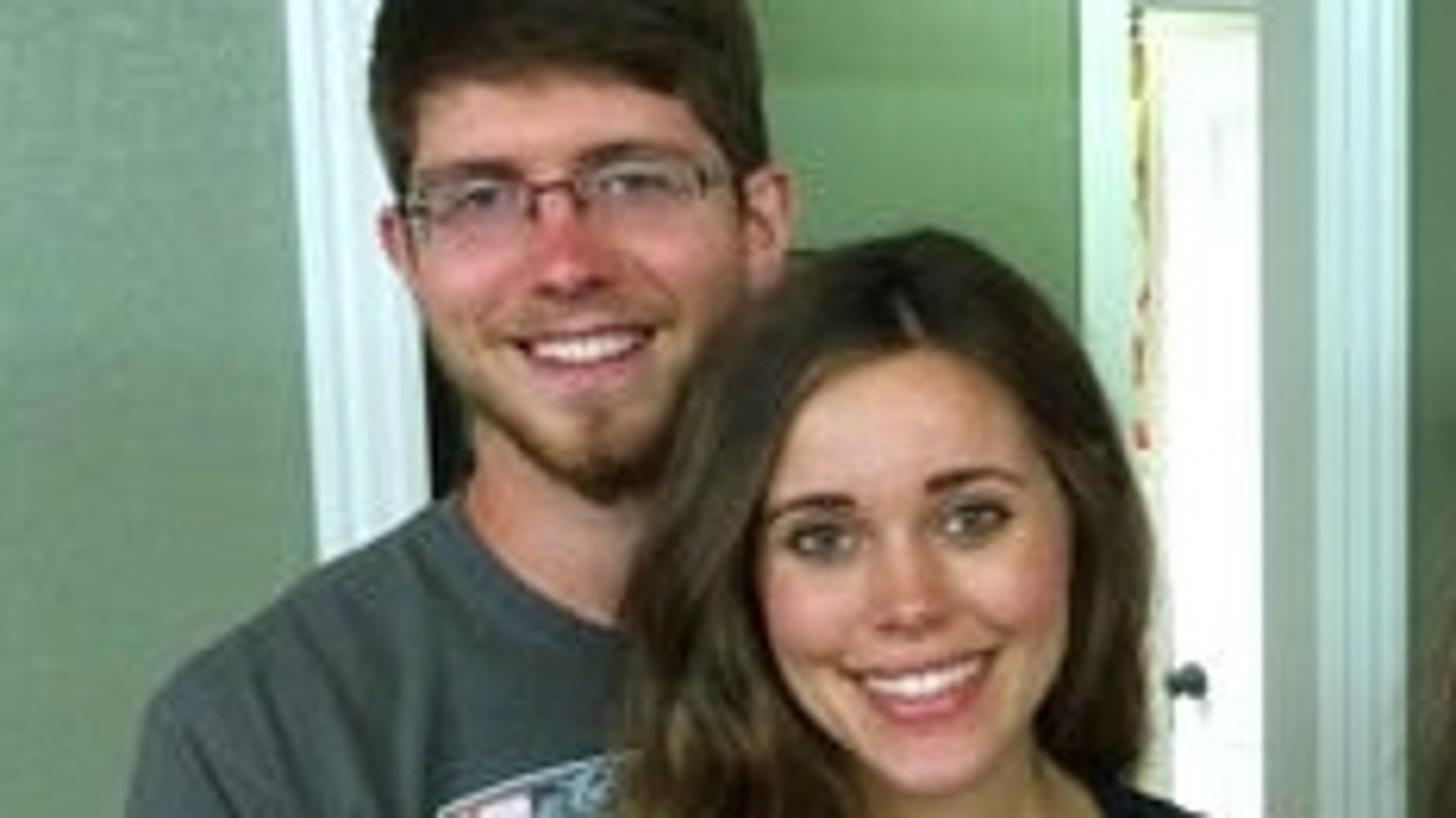 Jessa Duggar gives birth in unexpected way: on her couch at home