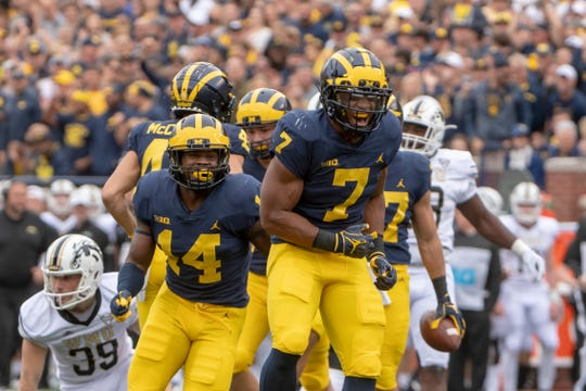Khaleke Hudson (7) returns to lead a Michigan defense that ranked No. 2 overall last season.