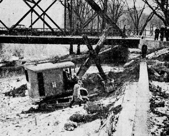 Work begins on the new Madison Avenue bridge in 1938.