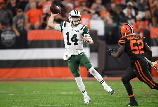 Jets QB Sam Darnold lines up to throw a pass in front of James Burgess #52 of the Cleveland Browns during the third quarter at FirstEnergy Stadium on September 20, 2018 in Cleveland, Ohio.