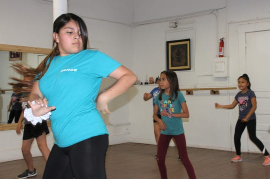 Luna Star offers dance instruction for ballet, tap, jazz, balet folkorico and hip-hop classes for all ages.