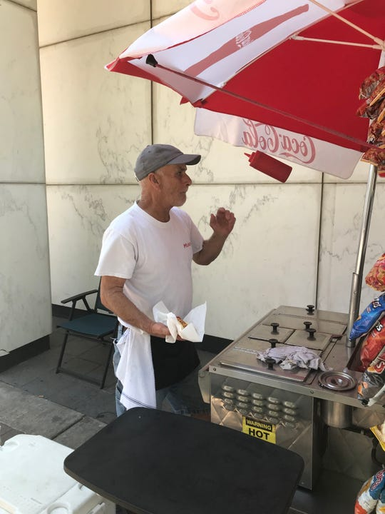 Street vendor Mickey Davis' ketchup bottle trick at Texas and Edwards streets.