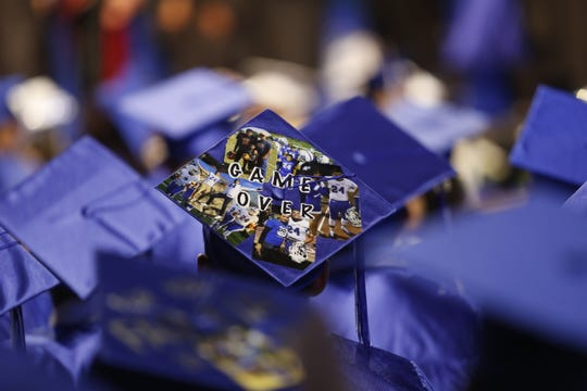 The Osos Orgullosos of Bowie High School closed the 2019 graduation schedule with a ceremony marked with the trademark spirit that has brought fame to the South Side school.