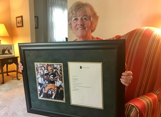 Audrey Zigmund, Allouez, shows off an autographed photo of Bart Starr and the accompanying letter the Green Bay Packers legend sent her in 2010.