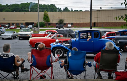 Street rod fans watch cars arrive at the Wyndham Garden York on Loucks Road for this weekends' 46th Annual Street Rod Nationals East at the York Fairgrounds, Thursday May 30, 2019. John A. Pavoncello photo